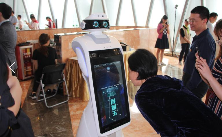 智能机器人酒店机器人时间上,酒店大堂机器人一定更,酒店服务机器人